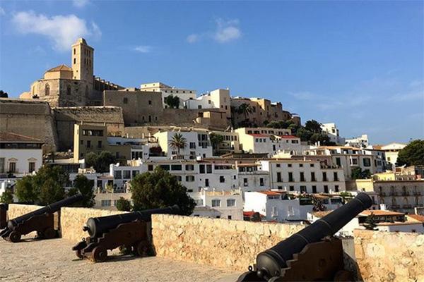 Entspannung und mediterrane Kultur: Ibiza | alltours Reiseblog