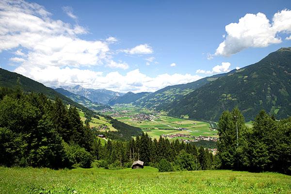 Aussicht auf die Landschaft im Tuxertal | alltours Reiseblog