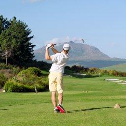 Mallorca bietet alles, was den Golf-Sport so schön macht. Abwechslungsreiche Golfplätze, hervorragende Trainingsmöglichkeiten, professionelle Golftrainer | alltours Reiseblog