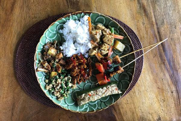 Traditionelles Essen auf Bali | alltours Reiseblog