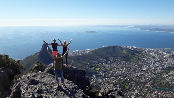 Laura mit Freundin auf dem Tafelberg