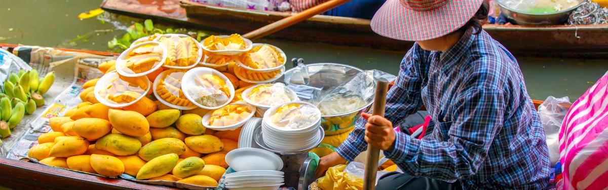 Damnoen Saduak floating markt Frau auf Boot