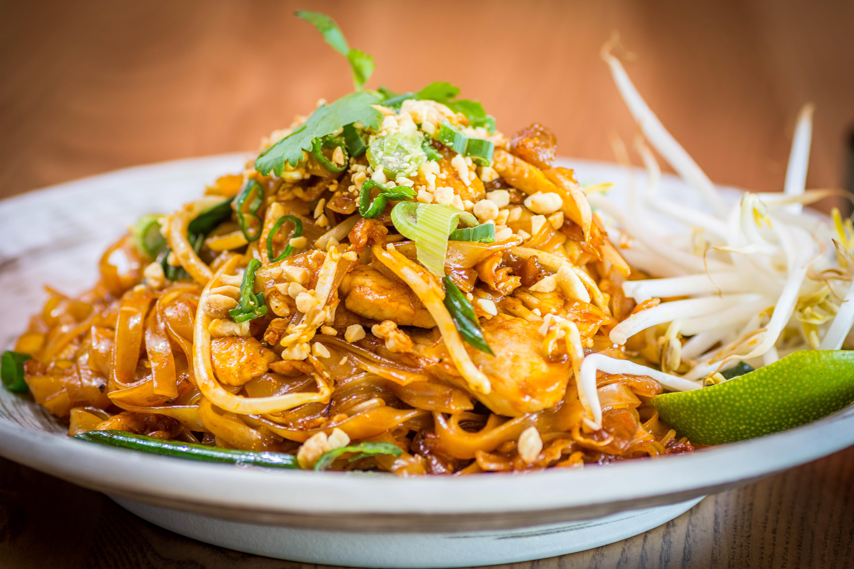 stir fry thai noodles spicy with chicken